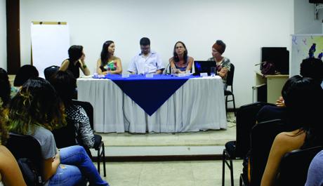 Mesa redonda discute desafios e contribuições da Psicologia na educação a partir do projeto Escola sem Partido